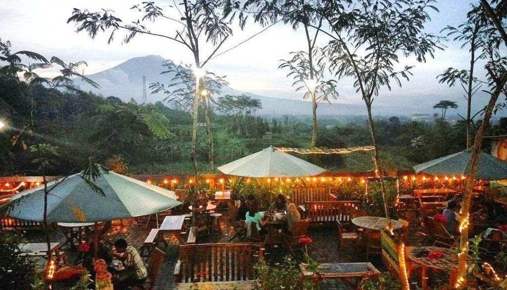Cafe Outdoor di Malang coklat klasik